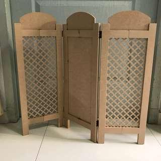 Plain wooden partition