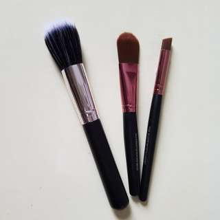 Makeup brushes (synthetic hair)