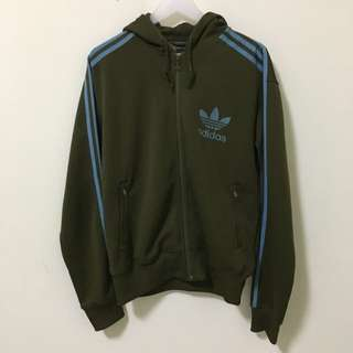 🚚 Adidas軍綠薄外套