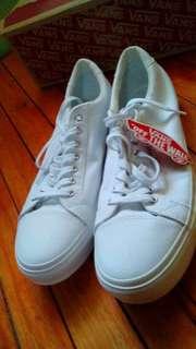 vans white shoes