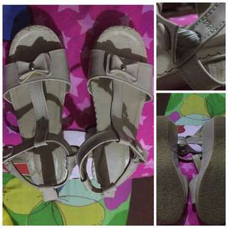 Kids sandals beige color