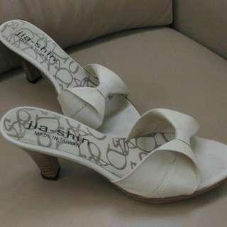 👍米白色高跟涼鞋#有超取最好買#好想找到對的人