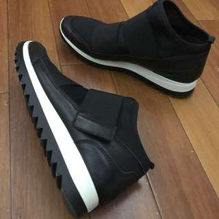 Clarks 厚底休閒鞋
