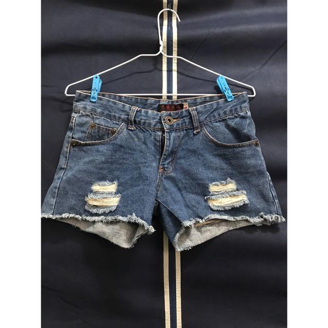 藍色刷破牛仔短褲