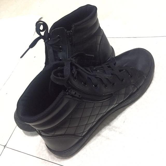 黑色拉鍊高筒鞋