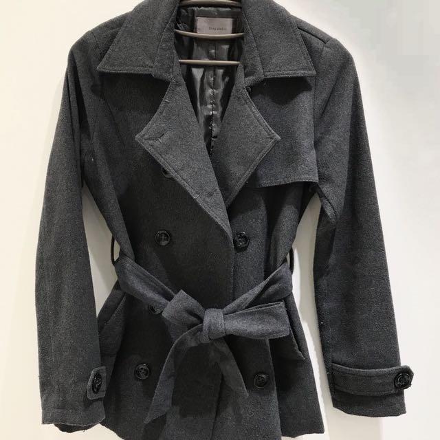 秋冬必備 風衣外套附腰繩 版型很挺 二手