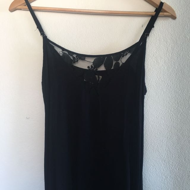 Beautiful black flow dress with lace detail