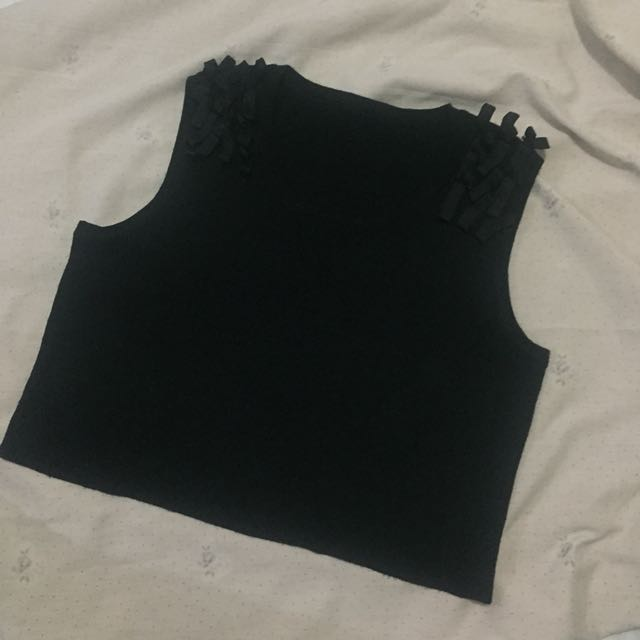 Black Sleeveless Cropped Top