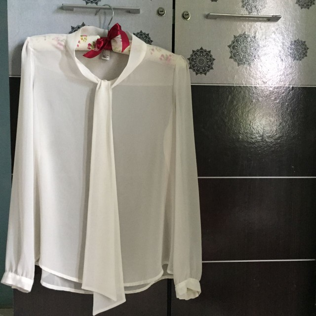 Bow Tie blouse Forever 21