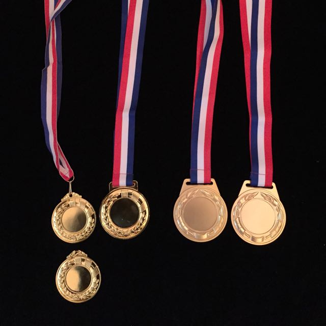 Brand new untitled gold medal (5 pieces as picture shown)