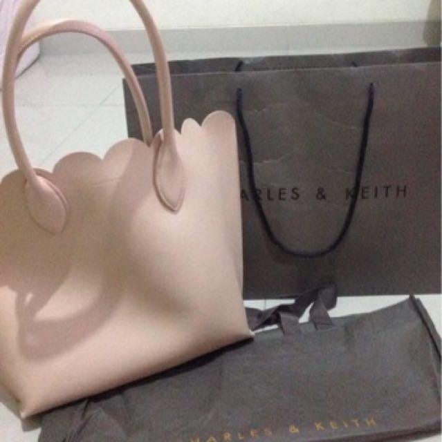 Charles n keith Scallop New 💕