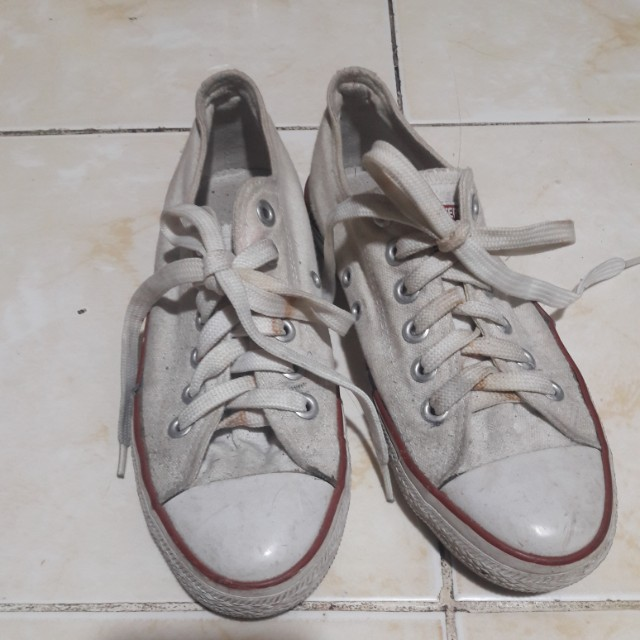Converse needs cleaning w/ flaw