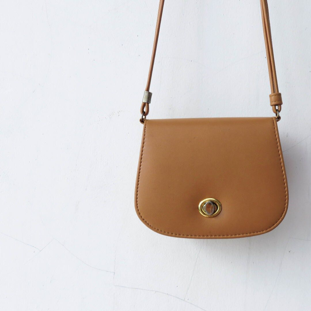 FAUX LEATHER BROWN/TAN SLING BAG