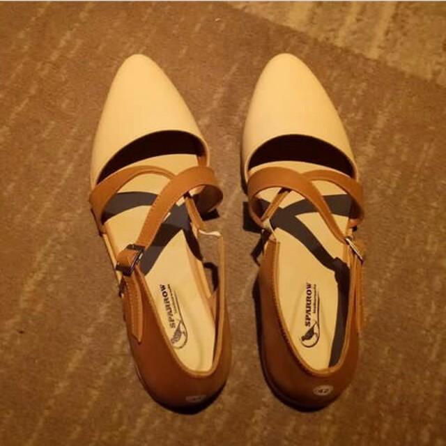 Flatshoes kulit
