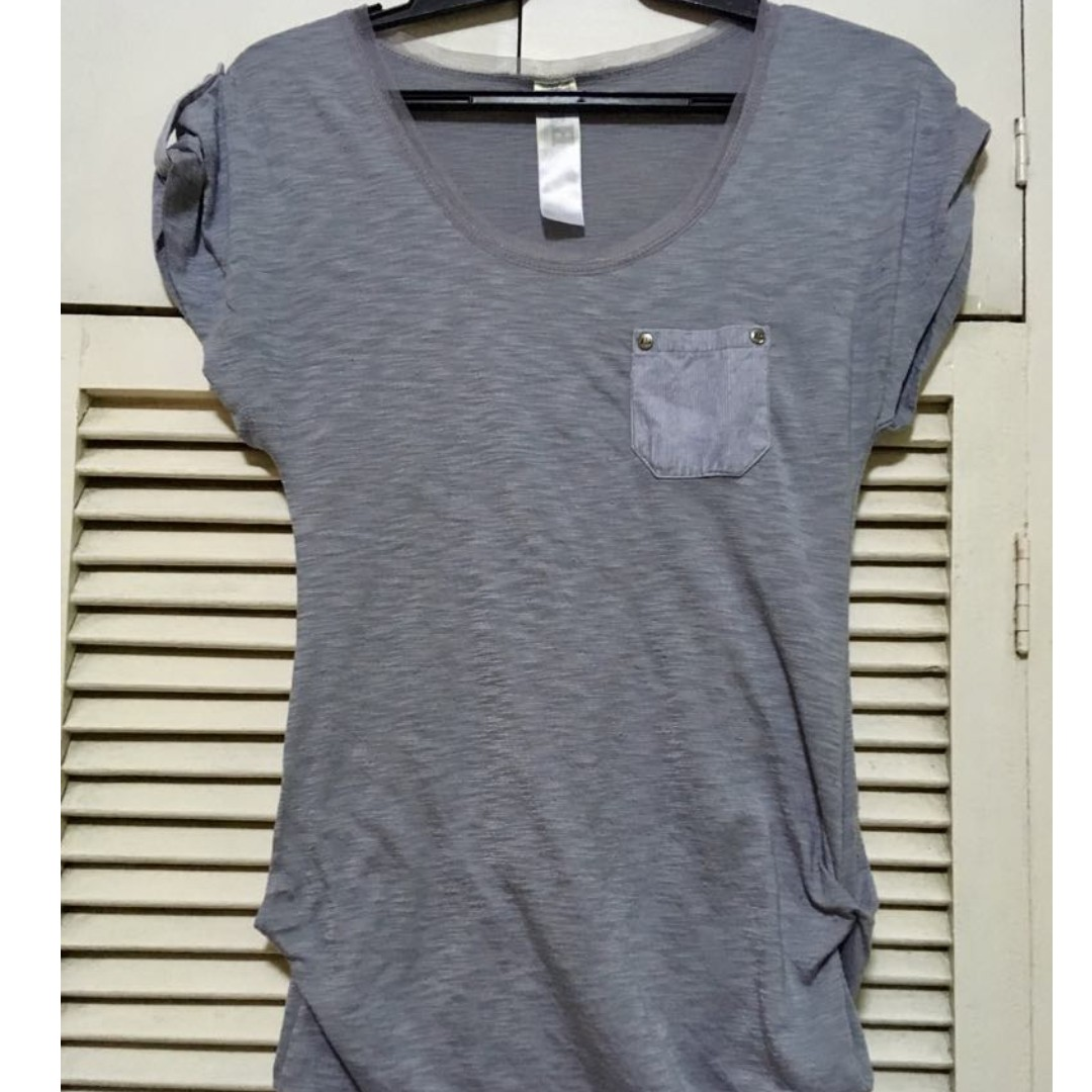 Gray, short sleeved 1 pocket shirt with gathered sides