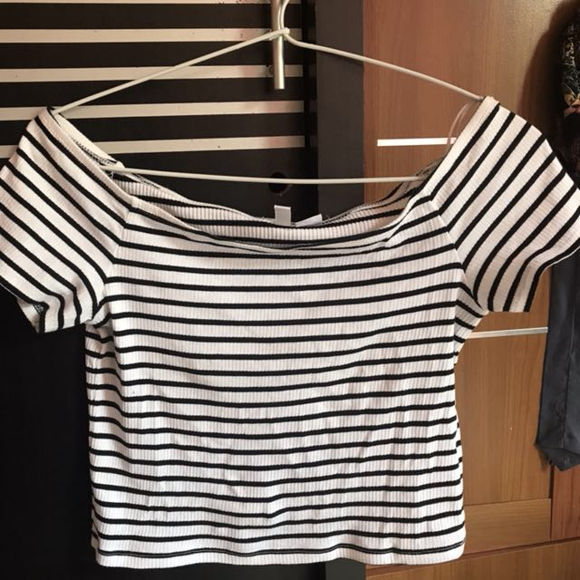 H&M black and white crop top