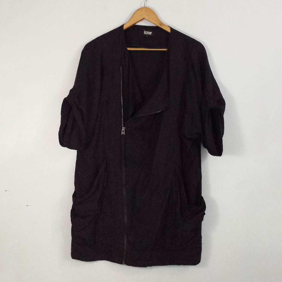 IZZUE Black Short-Sleeve Topper