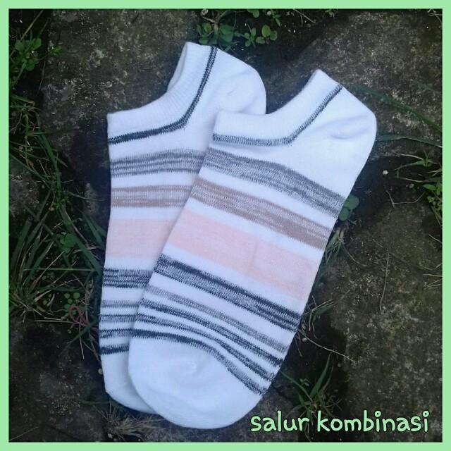 Kaos kaki mata kaki