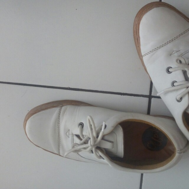 Local brand upilo white leather shoes