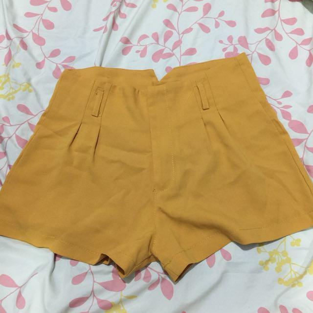 Mustard Highwaist Shorts