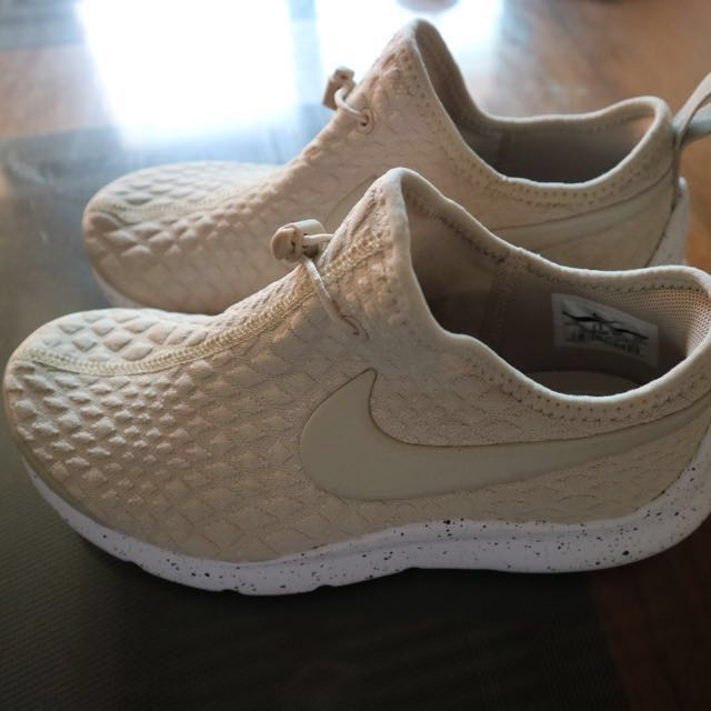 Nike Aptare Sneakers/ Rubber Shoes repriced