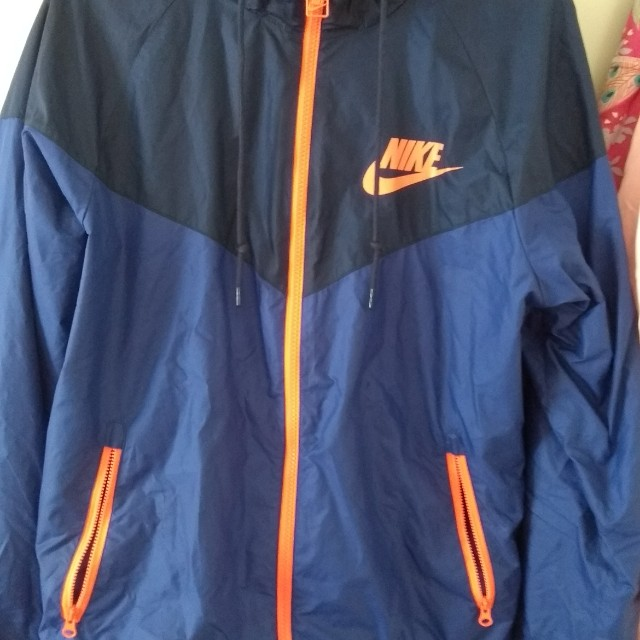 Nike mens small Spray windbreaker jacket