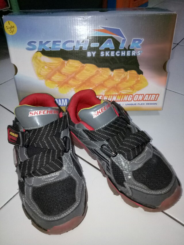 OWN PRELOVED GOOD CONDITION BRAND : SKECHERS SIZE : 34 LIMITED (ADA LAMPU)