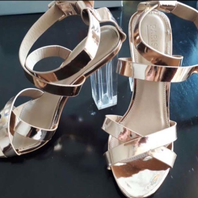Parisian sandals size 7