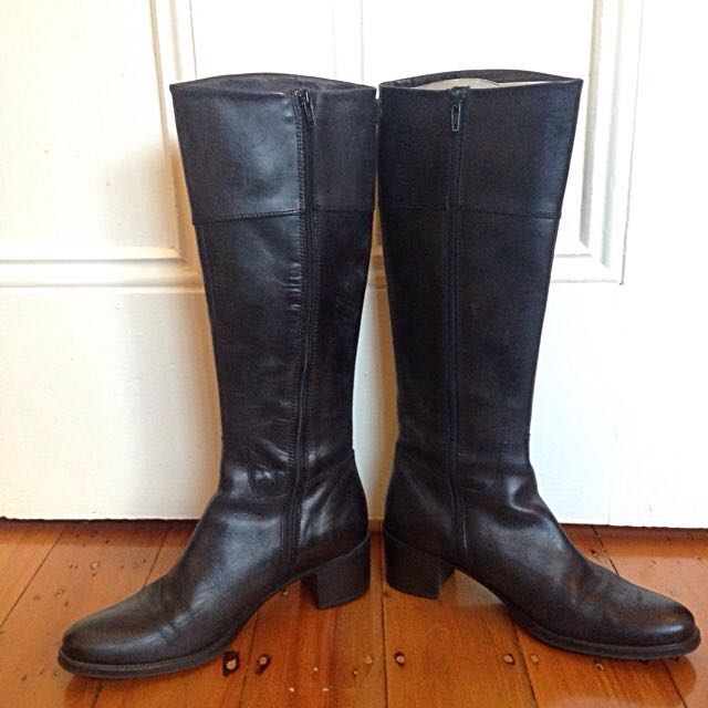 *REDUCED!* Innovare Italian Leather Knee-high Black Boots