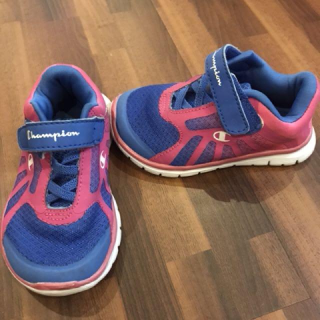 Sepatu Champion