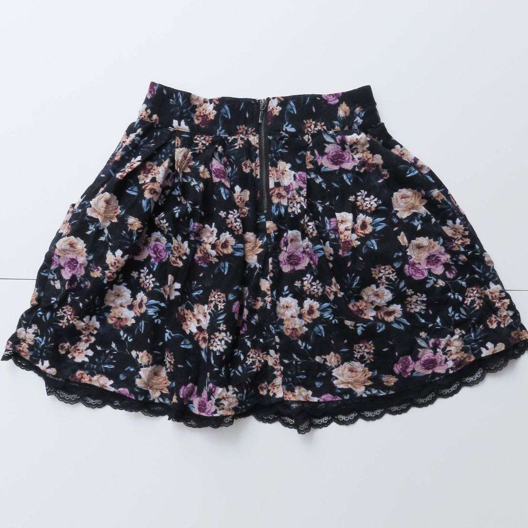 STRADIVARIUS FLORAL CIRCLE SKIRT WITH LACE