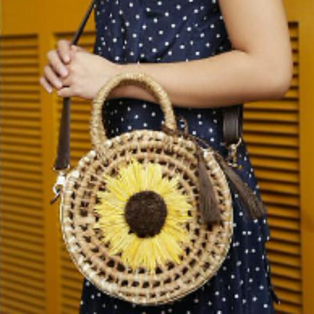 Classic Sunflower Round Bag