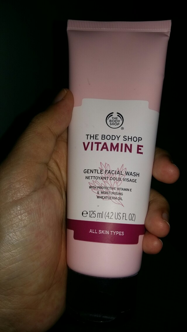 The body shop face wash vit E