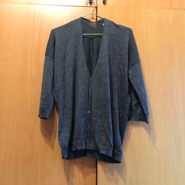 日本Uniqlo 黑灰落肩針織外套