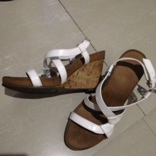 White and brown wedge
