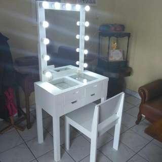 Vanity Mirror Meja Rias Lampu