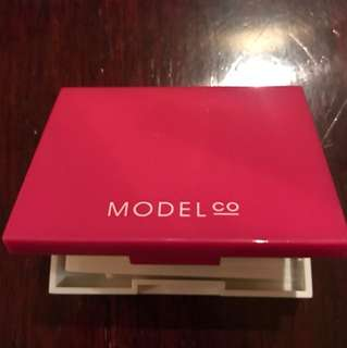 Model co Box Gloss