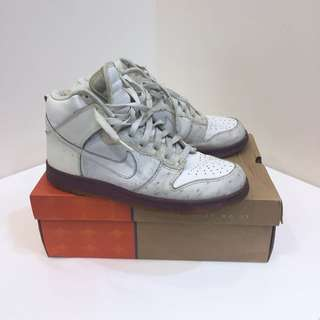 🚚 NIKE Dunk High Deluxe 籃球鞋
