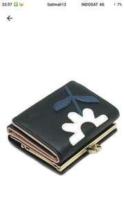 London Berry by HUER (Daisy Cut Out Small Flap Wallet)
