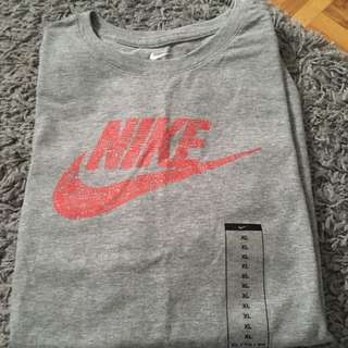 Nike t-shirt ( brand new) youth xl, fits women's small
