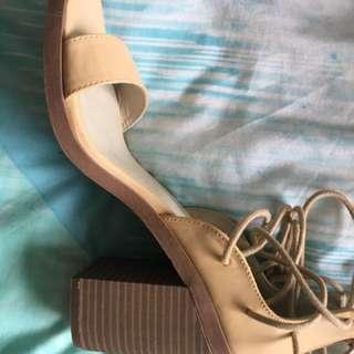 Heels Natural Size 9