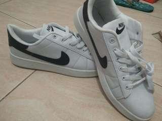 Nike ™