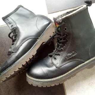 Boots merek Kasogi
