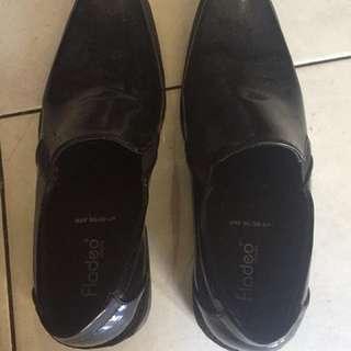 Sepatu vantovel fladeo