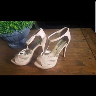 Nude high heal shoe