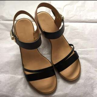 """Charles and keith sandals 2.5"""" heels 95% new(no box)"""