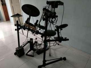 YAMAHA Dtxpress drum with boss speaker