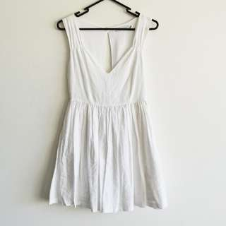 Minkpink Size 8 White Dress with Open Back in Linen/Cotton