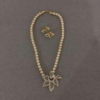 Faux pearl vintage set
