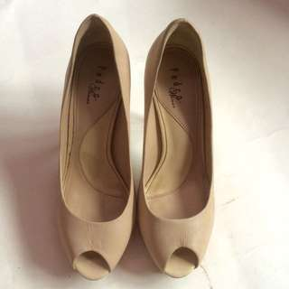 Pedro nude heels with defect